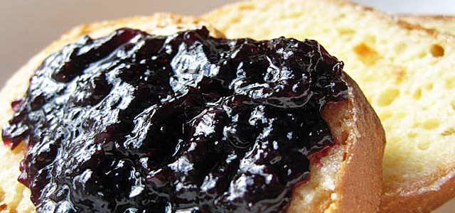 ブルーベリージャムとパンは最高の組み合わせ!